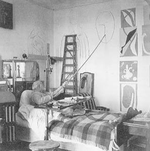 Matisse realizando un boceto para sus pinturas de la capilla del Rosario