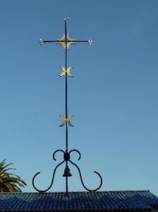 Cruz-campanario metálico