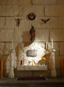 Imagen de la Virgen María y el tabernáculo