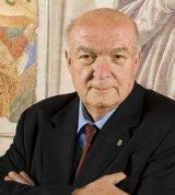 Antonio Paolucci (Director de los museos vaticanos): «las nuevas iglesias que se construyen en Roma parecen grandesalmacenes»