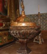 Pila bautismal barroca de la capilla de San Estebán de Borja. Zaragoza. Siglo XVIII.
