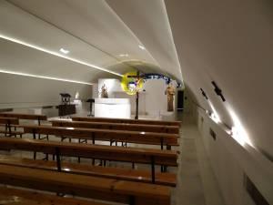 Vista del presbiterio tras la rehabilitación.