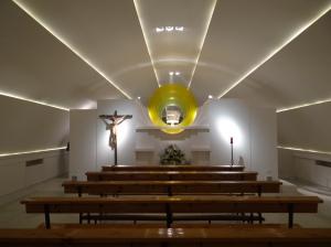 Capilla que queda por detrás del presbiterio, y que sirve como capilla de oración.