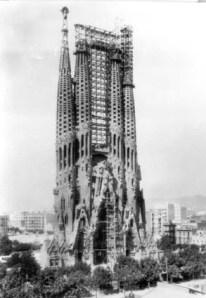 Estado de la Sagrada Familia a la muerte de Gaudí en 1926.