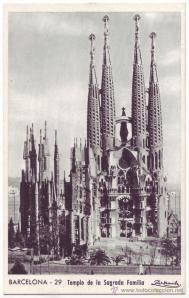 Postal de la Sagrada Familia años 40.