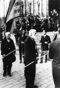 Gaudí en la procesión de Corpus Christi (11 de junio de 1924).