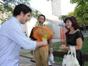 Etsuro Sotoo junto a su esposa.