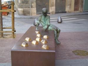 Estatua dedicada a Gaudí de niño (Reus)