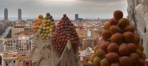 Cesta de frutas coronan los pináculos. Obra de Sotoo.
