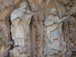 Músicos celestiales esculpidos por Sotoo.