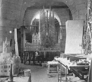 Taller de maquetas de la Sagrada Familia (1926).