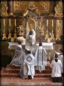 Elevación del cáliz en la misa tridentina.