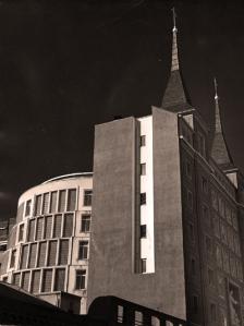 Aspecto exterior del templo de Santa Rita de Madrid en 1959.
