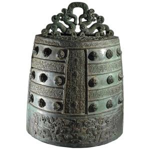 Campana de bronce del periodo Zhou del este de China (Siglo VI a.C.)