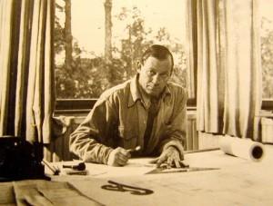 Alvar Aalto trabajando en su estudio.