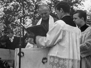 Ceremonia para la colocación de la primera piedra de la iglesia de Nowa Huta.