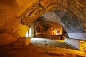 Interior de la iglesia de San Tirso y San Bernabé.