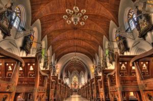 Interior basílica de Santo Tomás.
