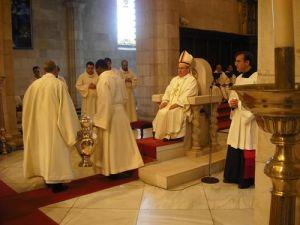 Obispo celebrando
