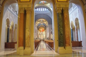 Basílica del Santuario Nacional de la Inmaculada Concepción en Columbia (EEUU 1920/61)