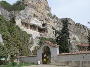 Entrada al monasterio Sveti Dimitri Basarbovski.