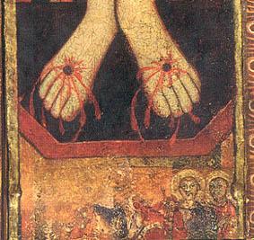 Figuras a los pies de Cristo