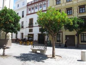 Calle típicamente sevillana.