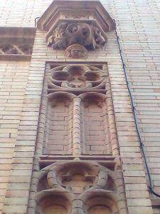 Detalle de fachada de capilla de los Luises