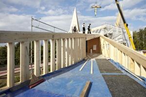 Iglesia de la autopista durante su construcción