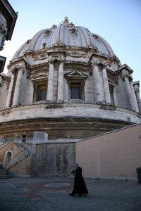 El padre Fortea paseando por Roma