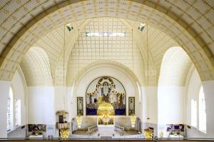 Interior de la iglesia de San Leopoldo